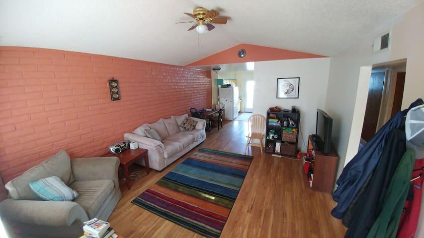 Cozy 3br Duplex with Hot Tub - Flagstaff - Apartment