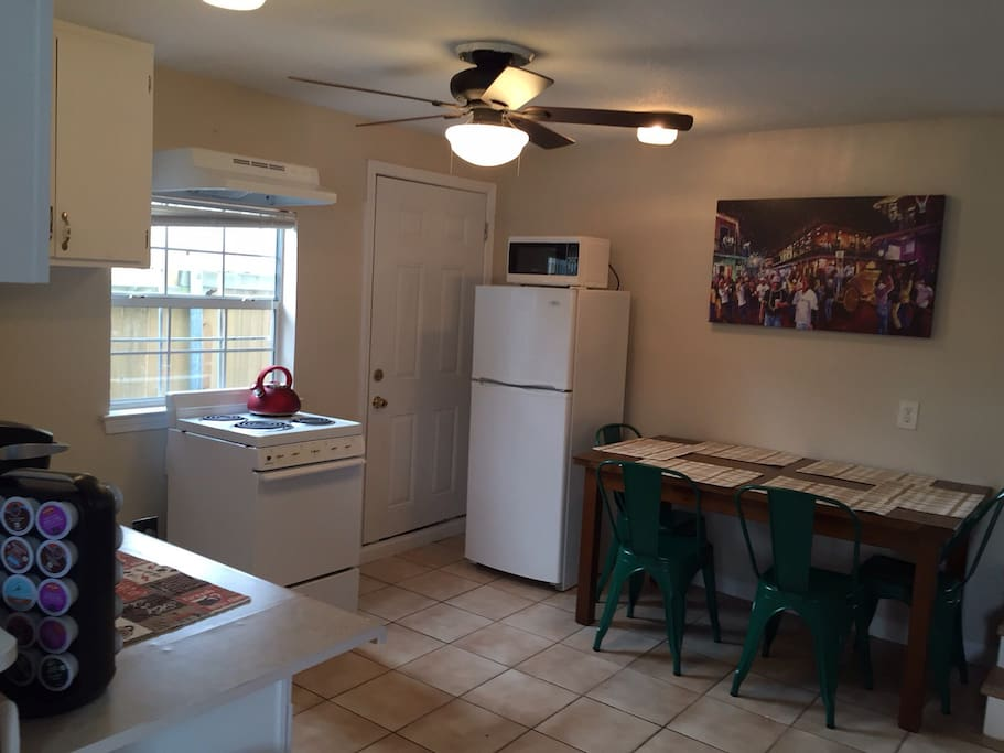 Kitchen & Dining Area