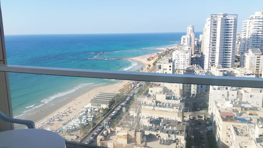 Seafront view Luxury Hotel apartment on boardwalk - Bat Yam