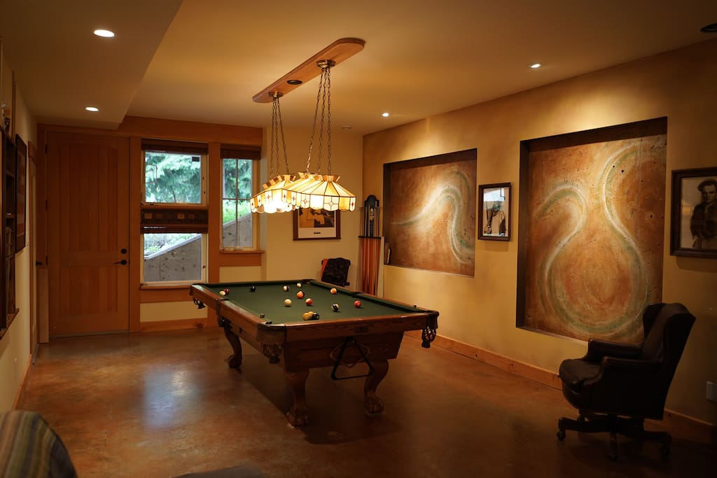 Main room with Full Sized Pool table