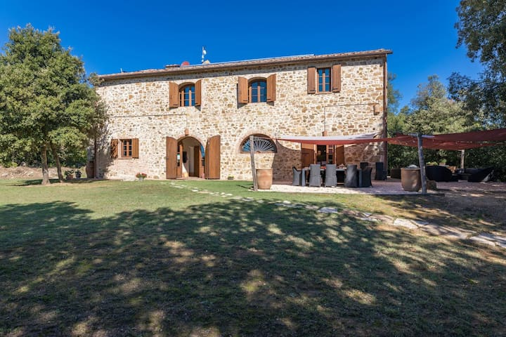 Tuscany.Villa with pool hidden in the wooded hills