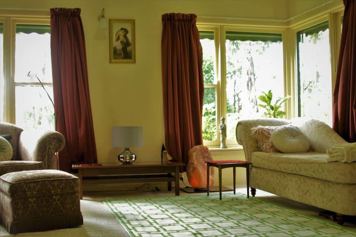 Charming, sunny home close to the hills - Маунт-Эвелин - Дом