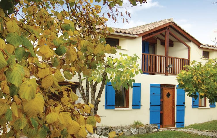 Holiday cottage with 2 bedrooms on 70 m² in Plaisance
