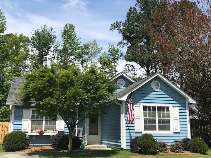 Comfortable Midtown Cottage in Quiet Neighborhood
