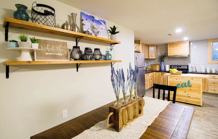 """New and Spacious in Old Southwest, """"Reno"""" unit ."""