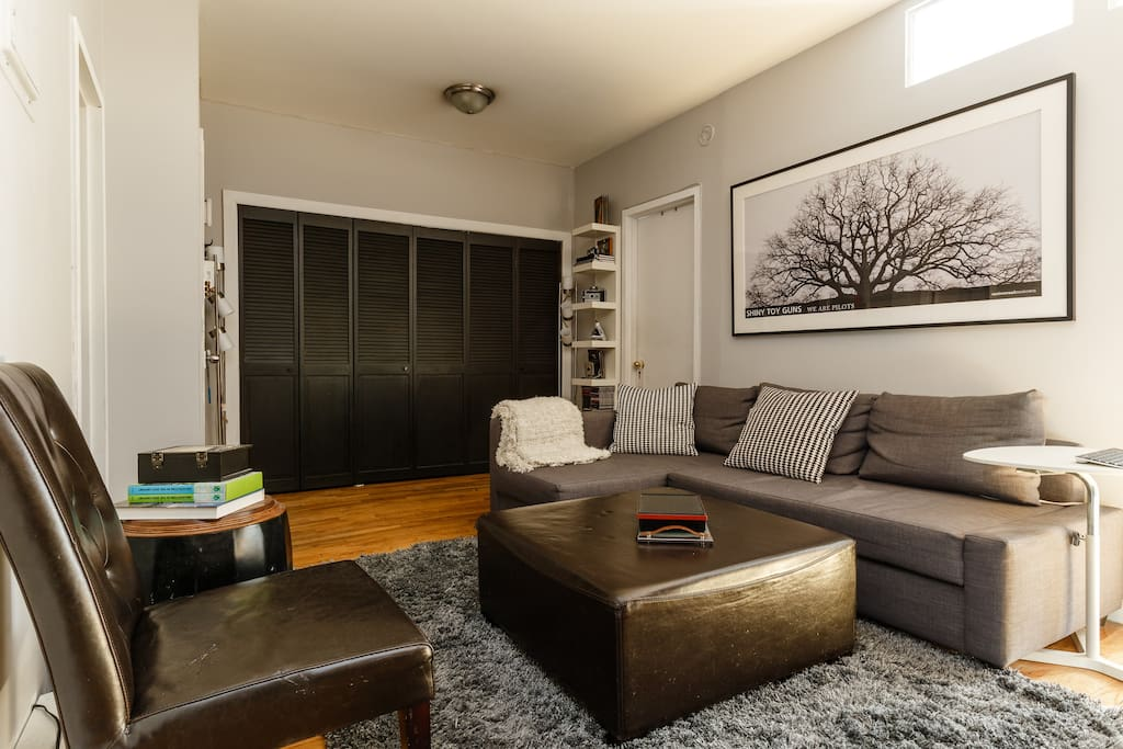 clutter free living room