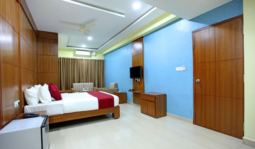 Premium Room with wooden finish Near City Center