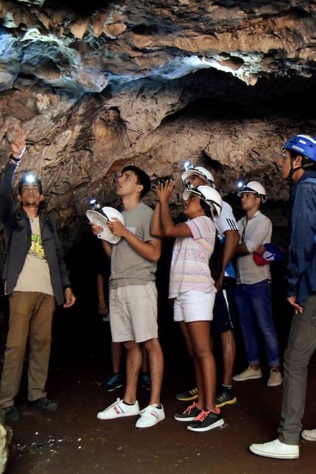 Dentro de la cueva Los panaderos