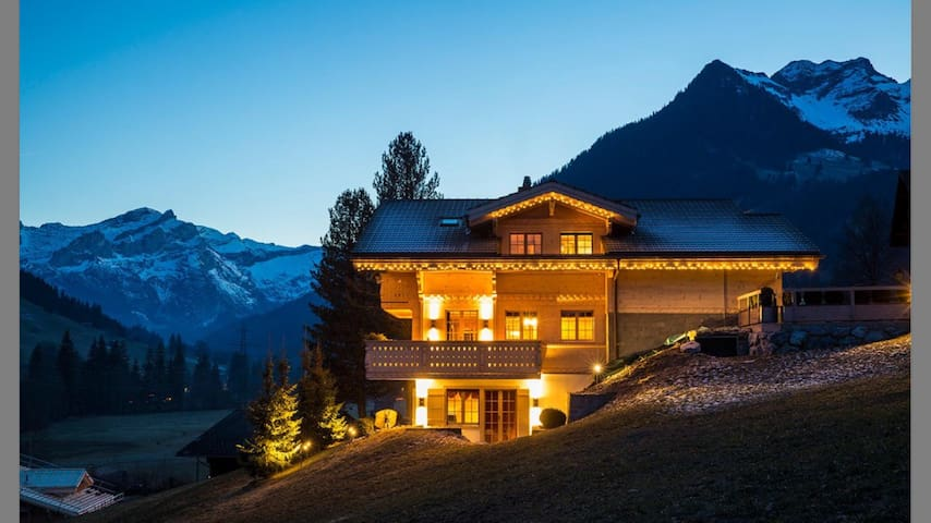 New luxury 6 BR Chalet in Gstaad - Saanen - Huis