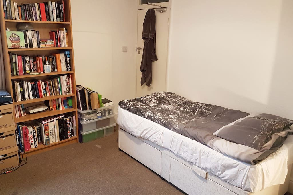 The bed and books!
