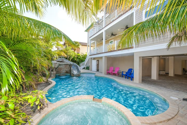 Tropical Hideaway - Spacious 7 bedroom luxury home with pool/spa, close to Bridge St and the beach!