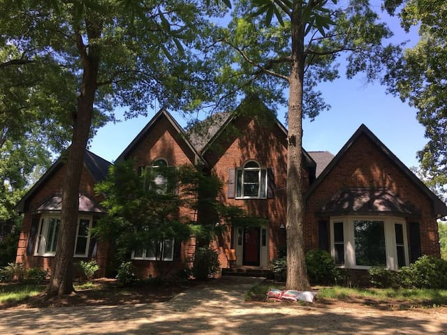 Exquisite home in the heart of South Charlotte