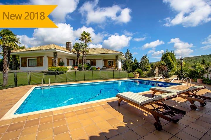 Villa les Planes para 8 personas, en el pintoresco paisaje de Girona!