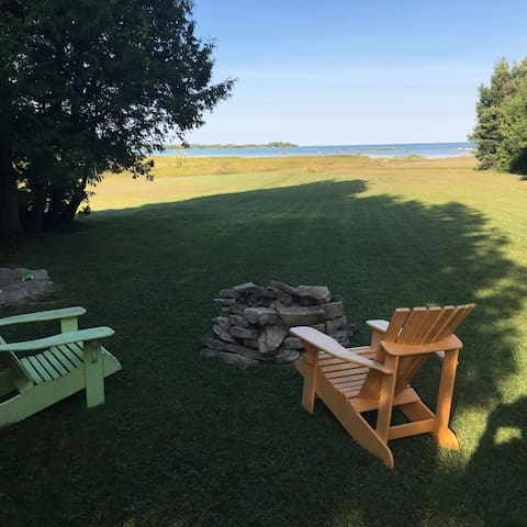 Waterfront Lake Huron Cottage - Wiarton - Stuga
