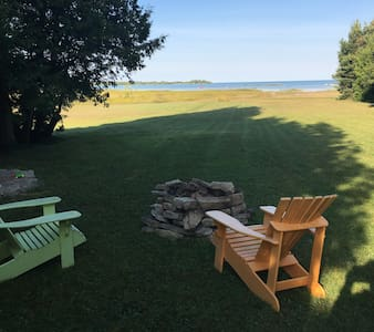 Waterfront Lake Huron Cottage - Wiarton