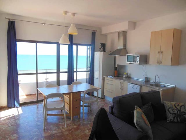 Apartment 4. At the sea´s shore