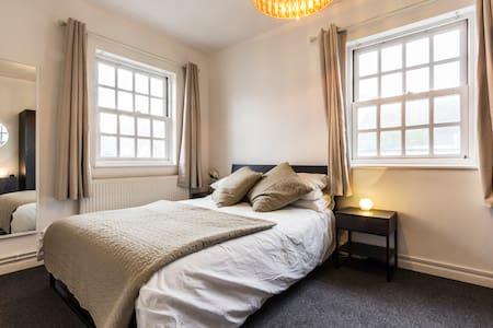 Stylish 2-bedroom apartment, 3 beds - Whitstable - Huoneisto