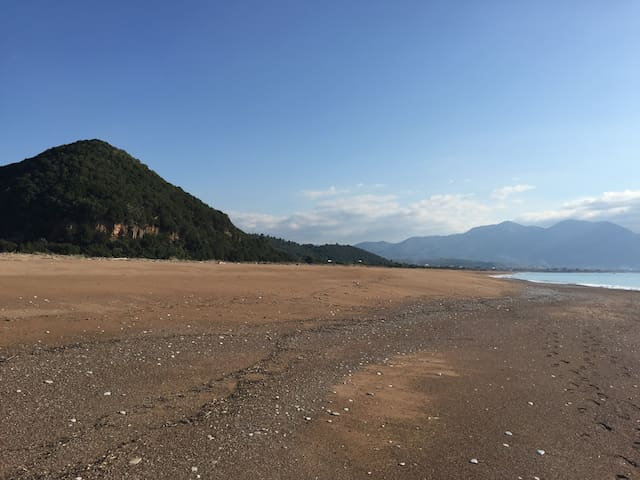 Vounaki hill and its endless sandy beach