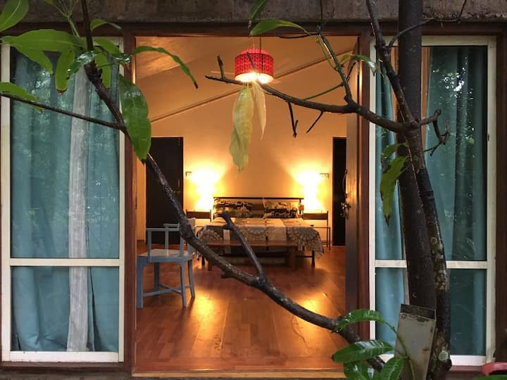 Garden room in the heart of Calangute