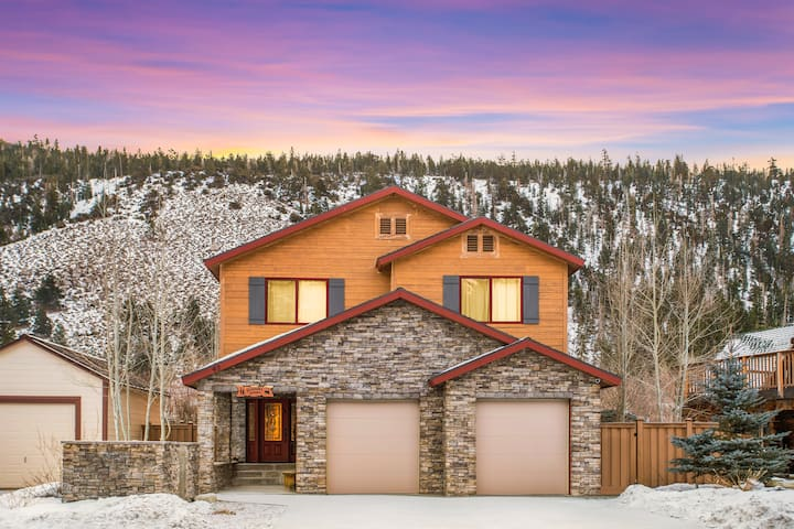 Large, beautiful home in June Lake Village
