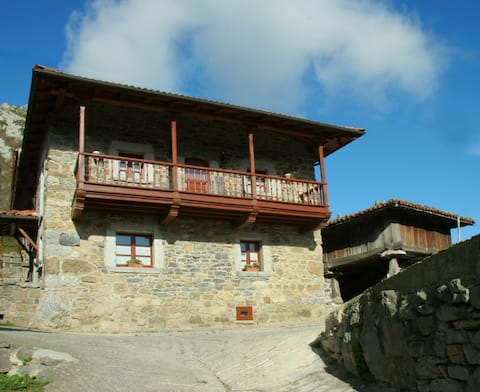 Bonita casa de montaña, corredor, terraza y vistas