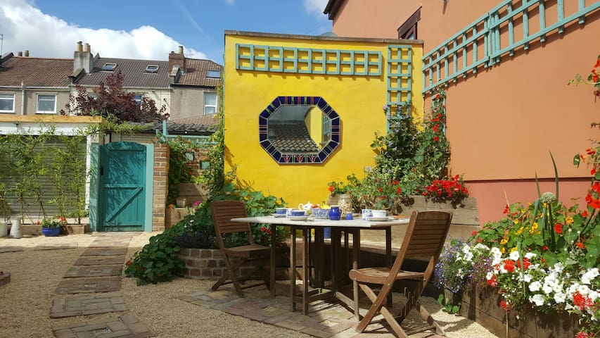 Self contained Eco House with garden - Bristol - House