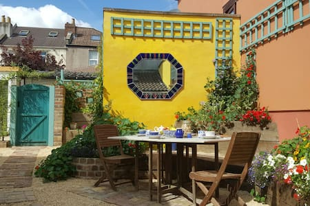 Self contained Eco House with garden - Bristol - Ház