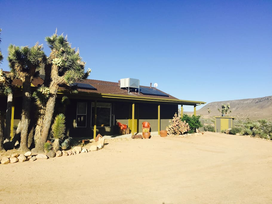 Pioneertown Joshua Tree house, private and quiet