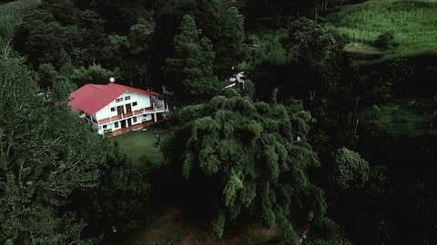 Farm House, Tactic, A.V. Habitación 2