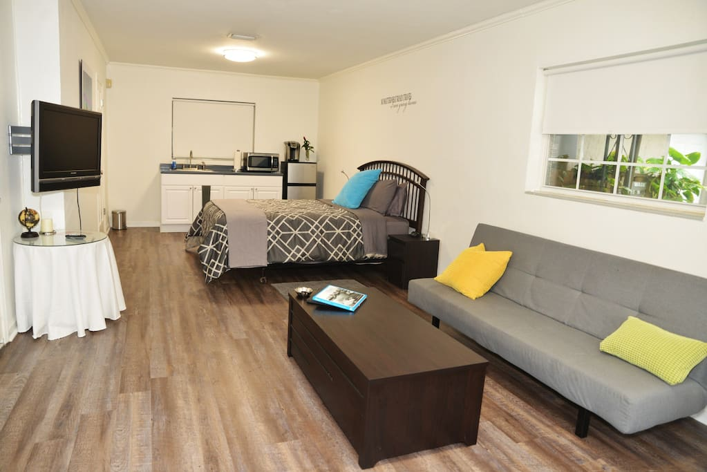 Comfortable Queen Bed and a Futon for a 3rd Guest