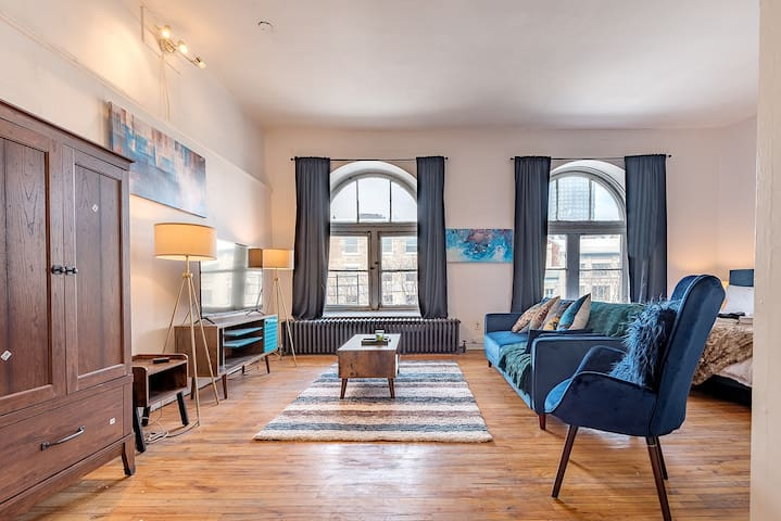 OLD MONTREAL LOFT | NEAR IT ALL