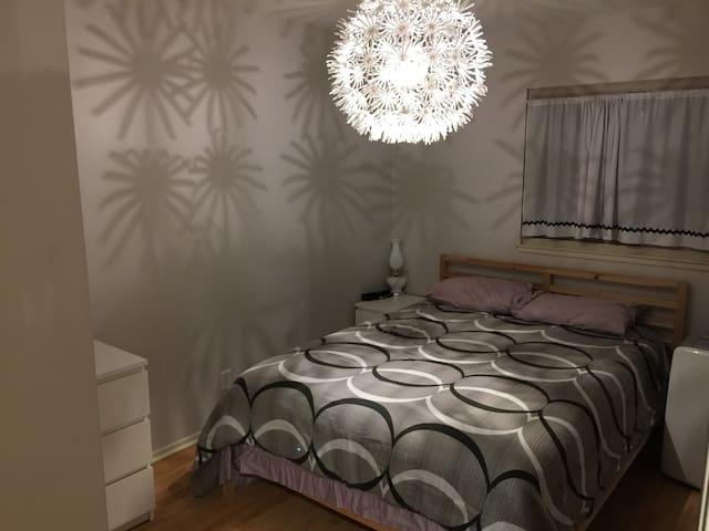 Queen Bedroom in Stanton near Disneyland - Stanton