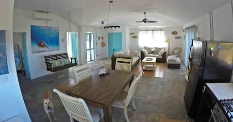 Half Moon Cottage - Ocean Views - Stella Maris