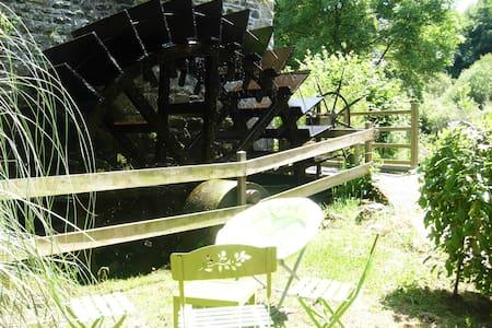 gite au bord de l'eau - Pommerit-le-Vicomte