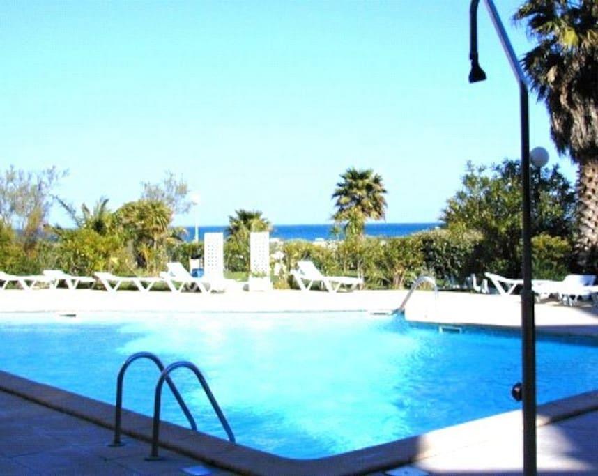 Studio climatis avec piscine canet plage appartements for Camping en languedoc roussillon avec piscine