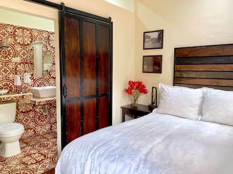 B&B, 1 Room, 1 Bed, Ataco Center near Church