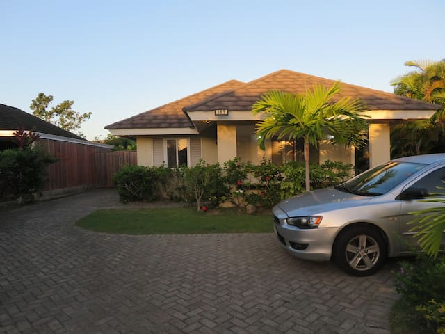 Family Home with Cable & A/C In Gated Community