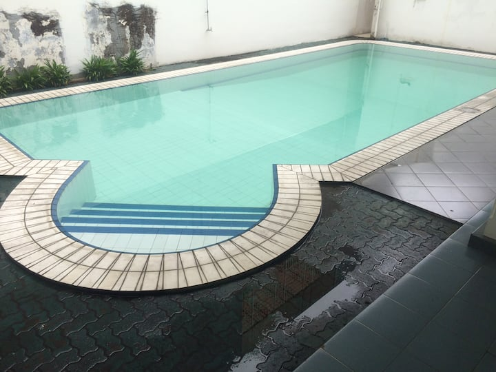 (4) Private BR, free wifi in a luxury area + pool