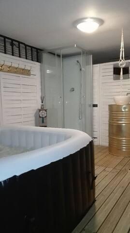 Pièces détente, cabine de douche, spa gonflable...