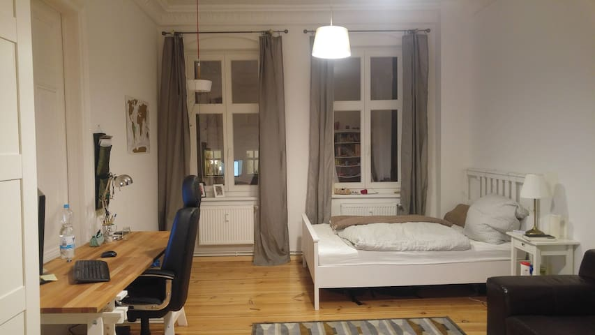 Spacious private room at Kollwitzkiez - Berlin - Apartament