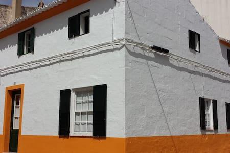 Maison traditionnelle de village - Es Migjorn Gran