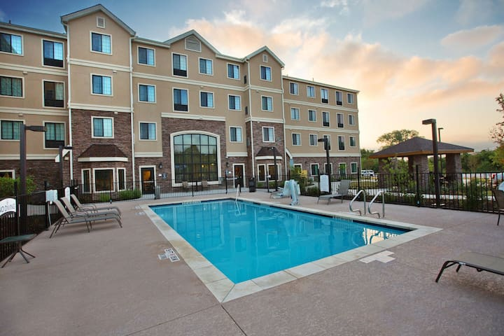 Accessible Studio Near Downtown Austin | Roll-in Shower + 24h Business Center