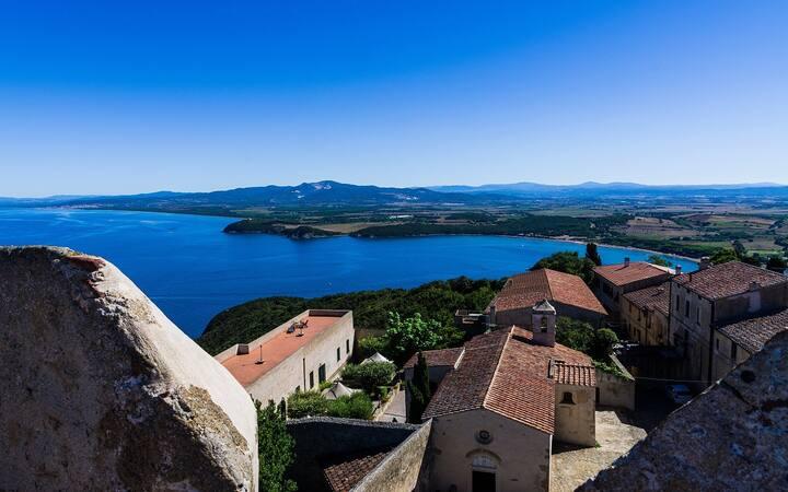 Villa Storica con vista mare a Populonia Alta