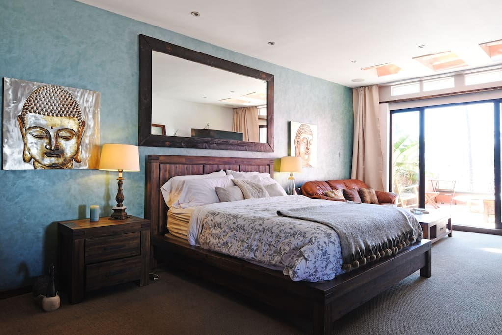 Master bedroom w/ Cal King bed