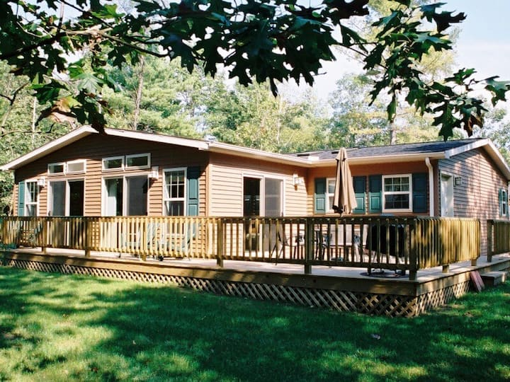 Timber Springs @ Spring Brook Resort | Lakefront Family Home | Ideal Dells Spot