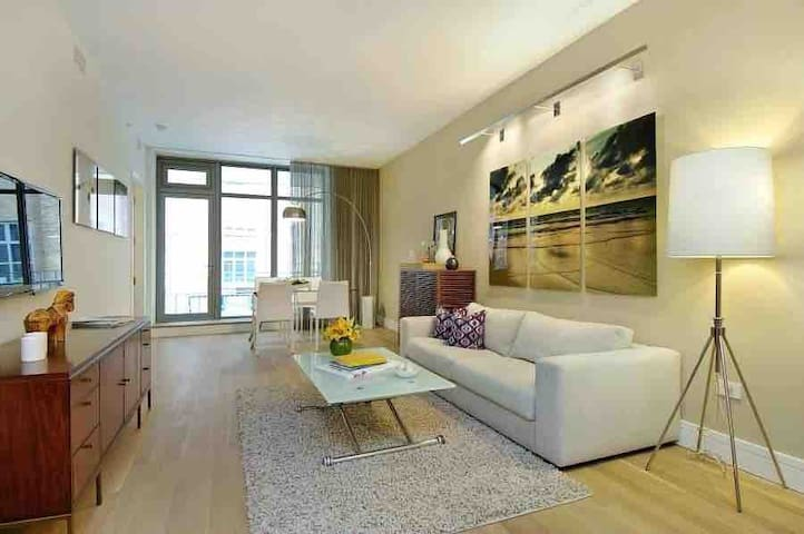 A Travelers Dream! Stylish 1 BR Condo In Buckhead!