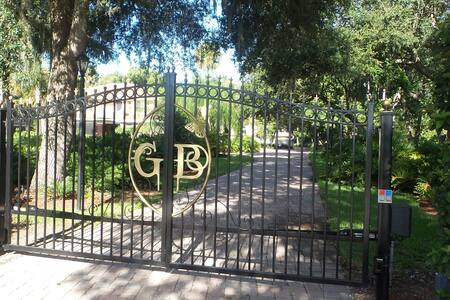 Beautifully REMODELED & GATED 4/2 Close to AIRPORT - Gästehaus
