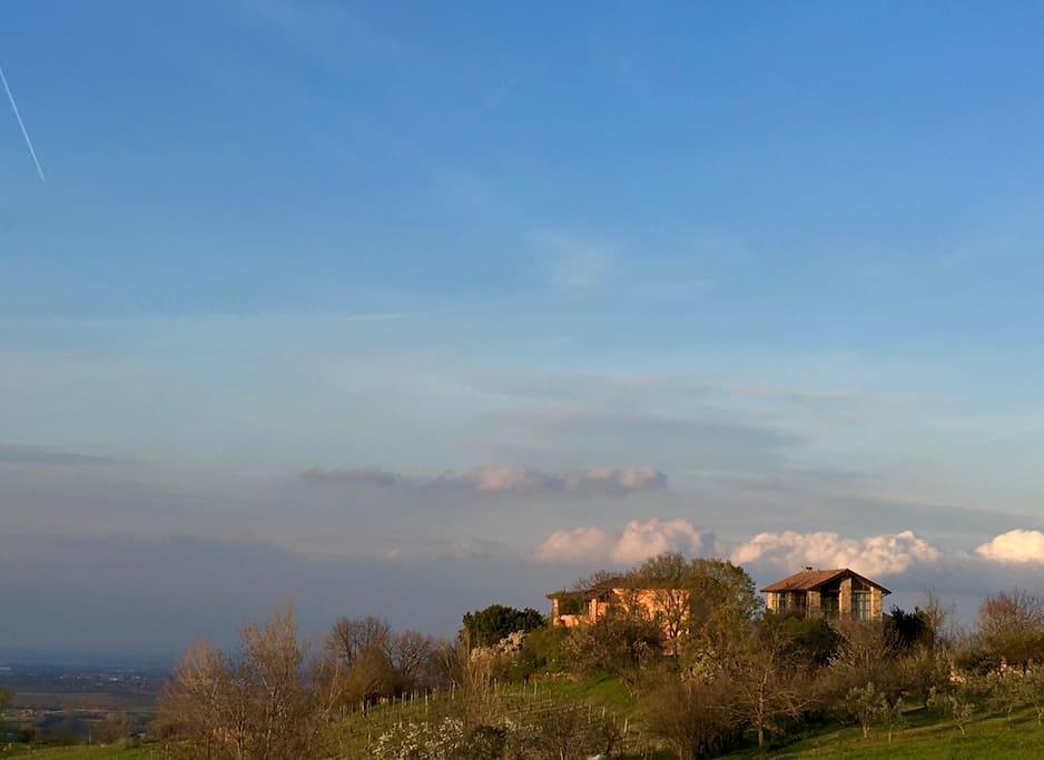 124 acres of fields and woods surround  the small private village La Costa ***** 50 ettari di prati e boschi circondano il borgo privato di La Costa