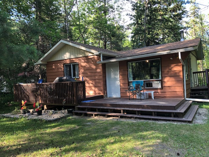 Newly Renovated 3 bedroom Hillside Beach Cabin
