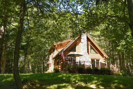 Lovely Log Cabin in Mid-Coast Maine - Searsport - Blockhütte